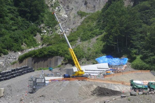 コンクリート堰堤工の施工状況